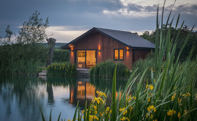 East Luxury Lodge at Blackthorn Fishery
